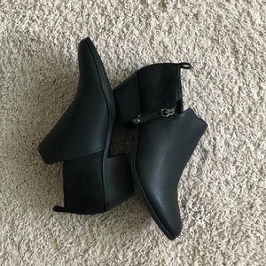 Dr Scholl's ankle booties. NWOT vegan leather